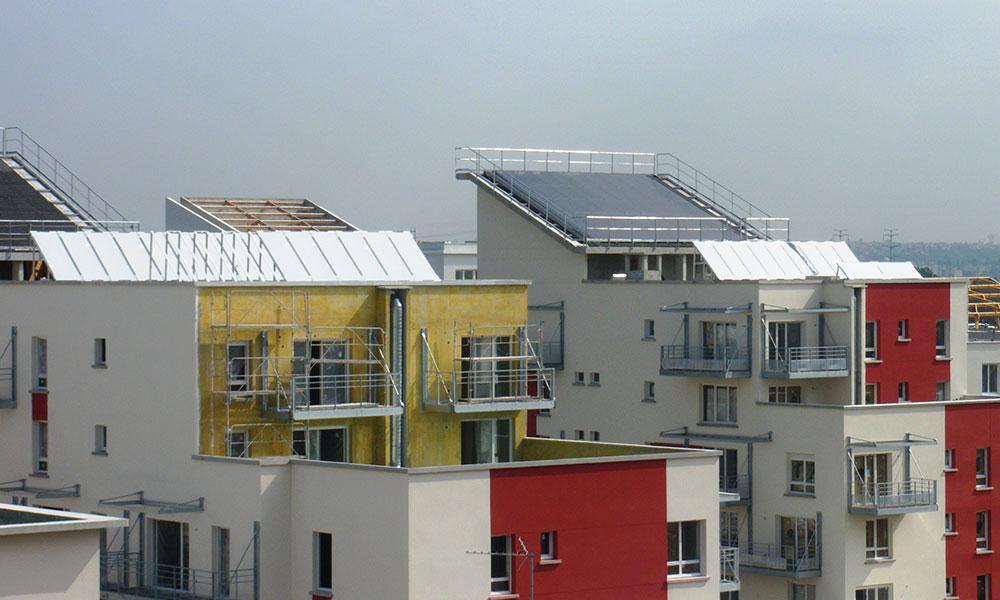 """Eco Quartier """"Les Temps Durables"""" - Limeil Brévannes (94) Châssis en support des 3600 m² de panneaux solaires thermiques"""