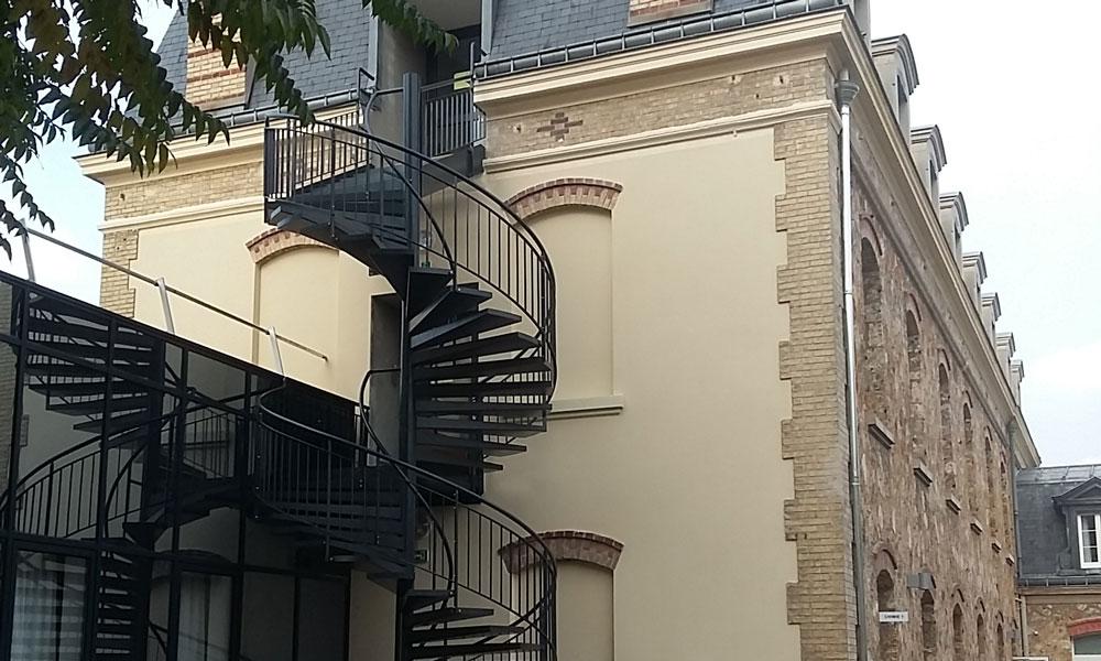 ECOLE ST GENEVIEVE à Versailles (78) : Escalier hélicoïdal